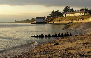 Foto 'The Watch House' am Lepe-Strand