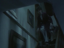 screenshot: George auf der Treppe